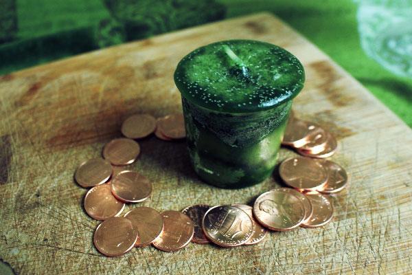 Заговор на получение денег с зеленой свечой любовь и магия денег